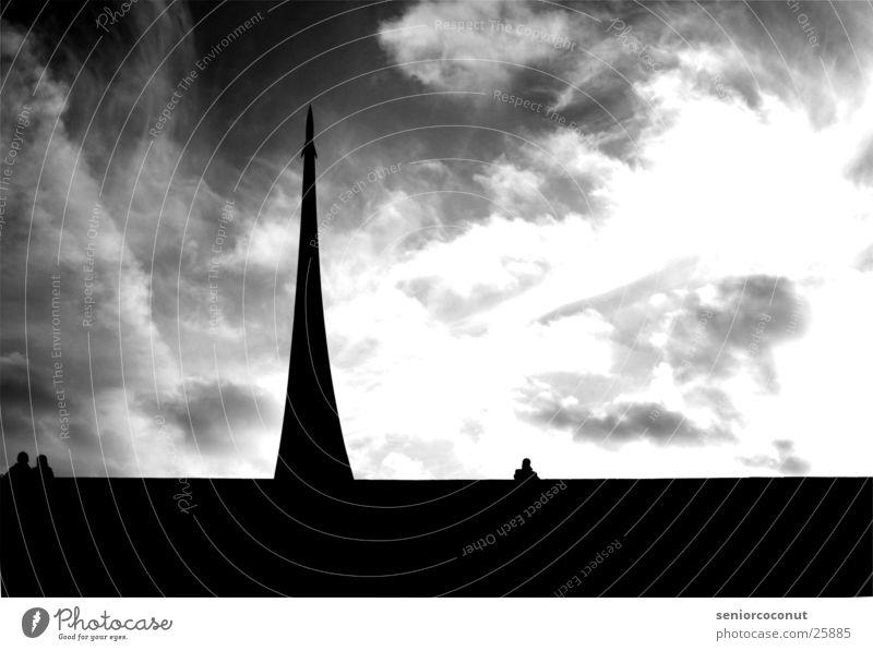 Sputnik Moskau Astronaut Denkmal Wolken Europa Schwarzweißfoto