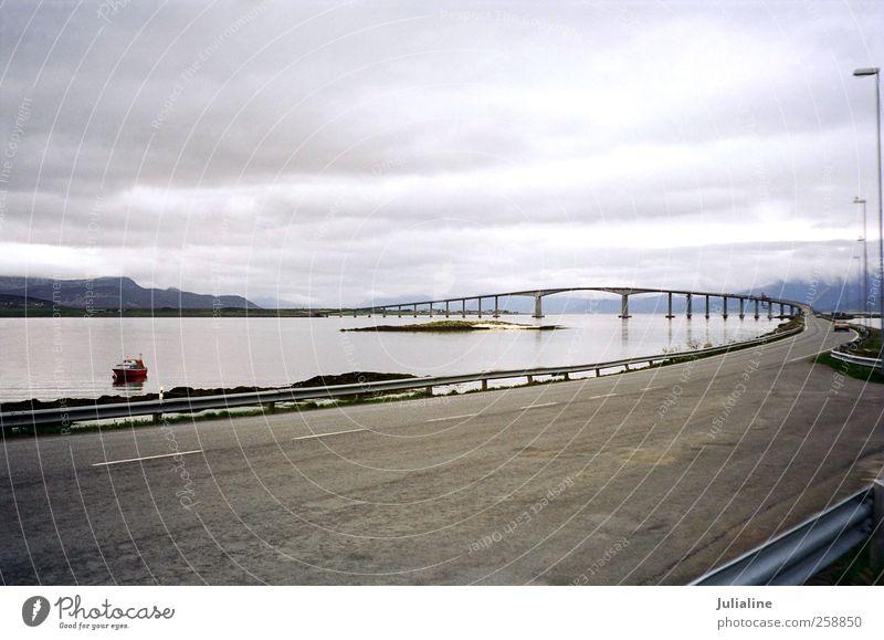Ferien & Urlaub & Reisen Meer Winter Wolken Straße Landschaft Berge u. Gebirge Ausflug Insel Tourismus trist Nordsee Norwegen Norden Motorboot Arktis