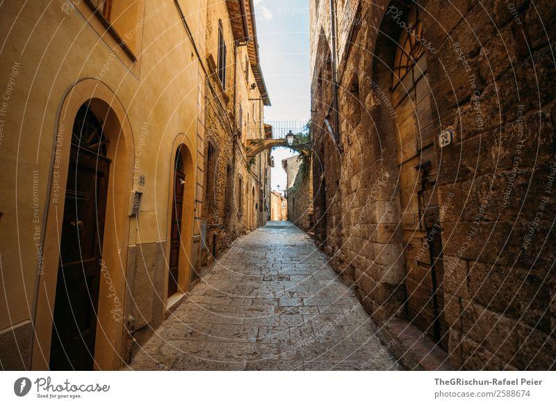 Italien Dorf Kleinstadt alt braun gelb gold grau Reisefotografie Gasse Straße Mauer Bauwerk Haus Toskana entdecken Spaziergang Ferien & Urlaub & Reisen Farbfoto
