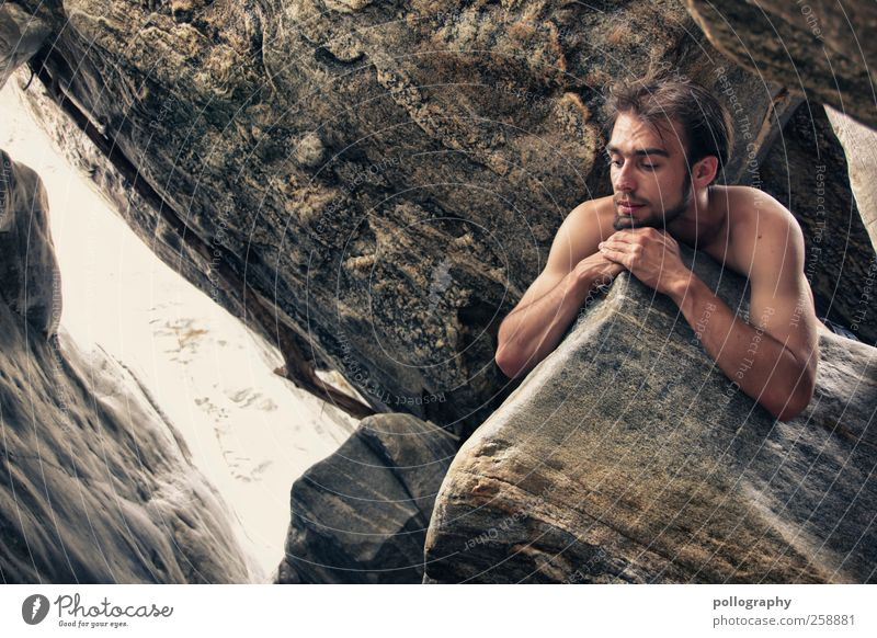 remember me?! Mensch Mann Natur Jugendliche Sommer Einsamkeit Erwachsene Leben Landschaft Gefühle nackt Kopf Stein Traurigkeit Felsen Arme