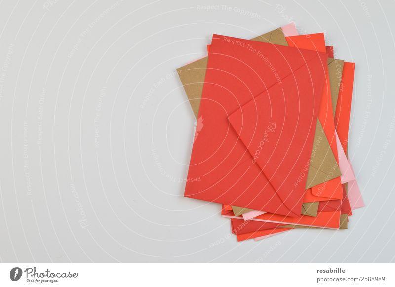 Stapel bunter Briefumschläge Einladung Büro Post Kommunizieren Schreibwaren Papier Sammlung Sammlerstück Aufgabe Briefumschlag Arbeit & Erwerbstätigkeit lesen