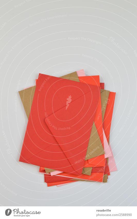 herausragend | Stapel aus bunten Briefumschlägen rot Feste & Feiern braun rosa Büro Kommunizieren Geburtstag Papier lesen Information schreiben Sammlung