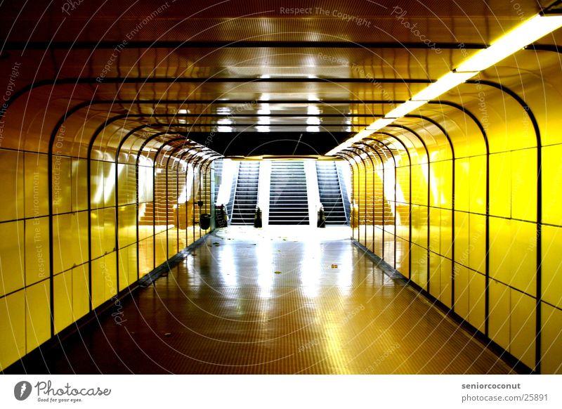 Bonn Underground gelb Architektur U-Bahn Neonlicht Ausgang Untergrund Rolltreppe