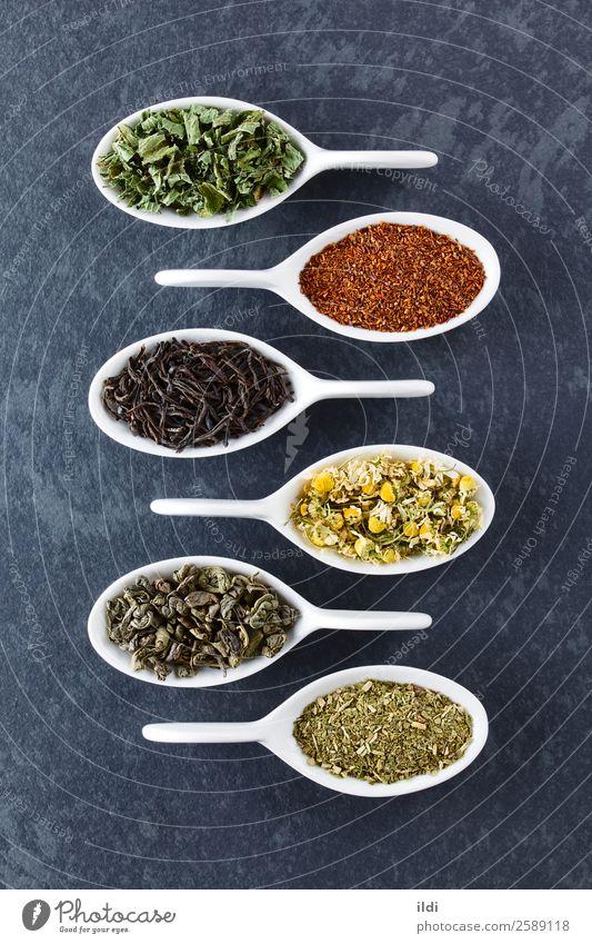 Vielfalt an getrockneten Teeblättern Getränk natürlich Lebensmittel trinken trocknen Teepflanze Rooibos Kamille Echte Kamille Gefährte Yerba Kräuterbuch Varieté