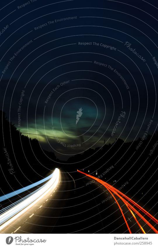 Nachtfahrt Himmel Ferien & Urlaub & Reisen Wolken Ferne Straße dunkel PKW Linie Verkehr Geschwindigkeit Zukunft Netzwerk fahren heiß Autobahn Verkehrswege