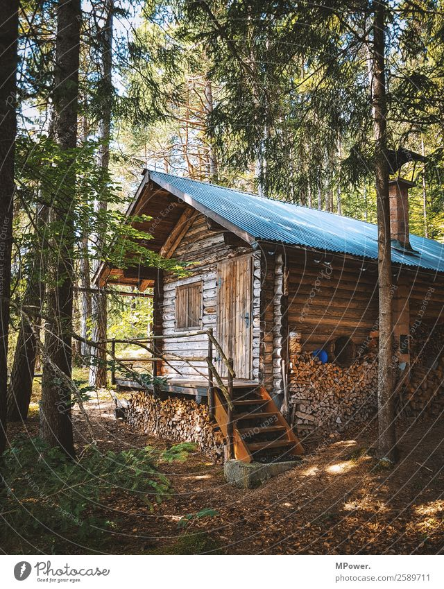 alte Berghütte Dorf Haus Hütte Holzhütte Wald gemütlich Einsamkeit Einsiedler Außenaufnahme Österreich Farbfoto Innenaufnahme Menschenleer Tag