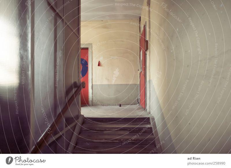zu Hause ist es am schönsten. Industrieanlage Fabrik Gebäude Architektur Mauer Wand Treppe Fenster alt retro Farbfoto Textfreiraum rechts Totale