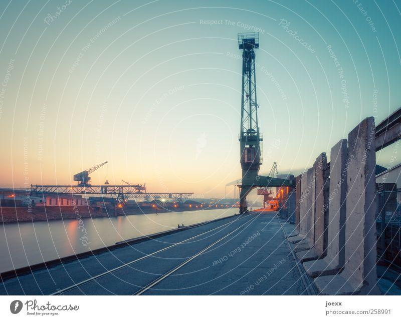 Rheinhafen Industrieanlage Hafen Binnenschifffahrt Schienenverkehr alt ruhig Idylle Hafenromantik Hafenkran Karlsruhe Gleise Farbfoto Gedeckte Farben mehrfarbig