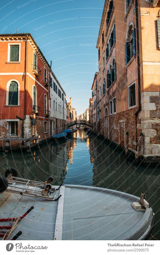 Venedig Dorf Hafenstadt Haus alt blau braun gold Italien Tourismus Wasserfahrzeug Kanal Brücke schmal Gasse ästhetisch entdecken Reisefotografie Farbfoto