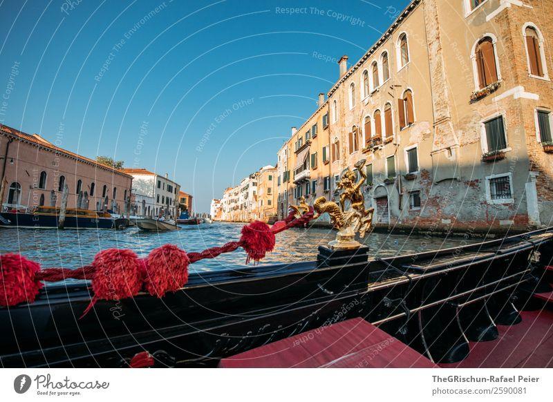 Gondola Kleinstadt Stadt Hafenstadt Sehenswürdigkeit Wahrzeichen blau braun gold rot schwarz Venedig Haus Bauwerk Gondel (Boot) Reisefotografie