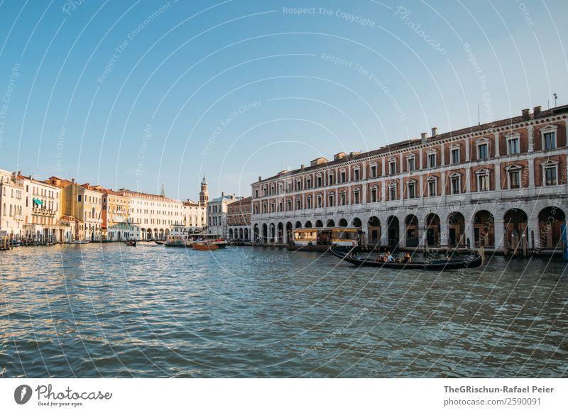 Venedig Stadt Hafenstadt Sehenswürdigkeit Denkmal blau braun gelb gold grau weiß Wasser Canal Grande Fenster Gebäude Schifffahrt Wasserfahrzeug Haus Italien