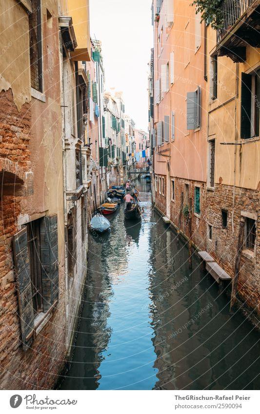 Venedig Kleinstadt Hafenstadt Sehenswürdigkeit Wahrzeichen blau braun gelb orange schwarz Italien Wasser Gondel (Boot) Gondoliere Haus Gasse Kanal
