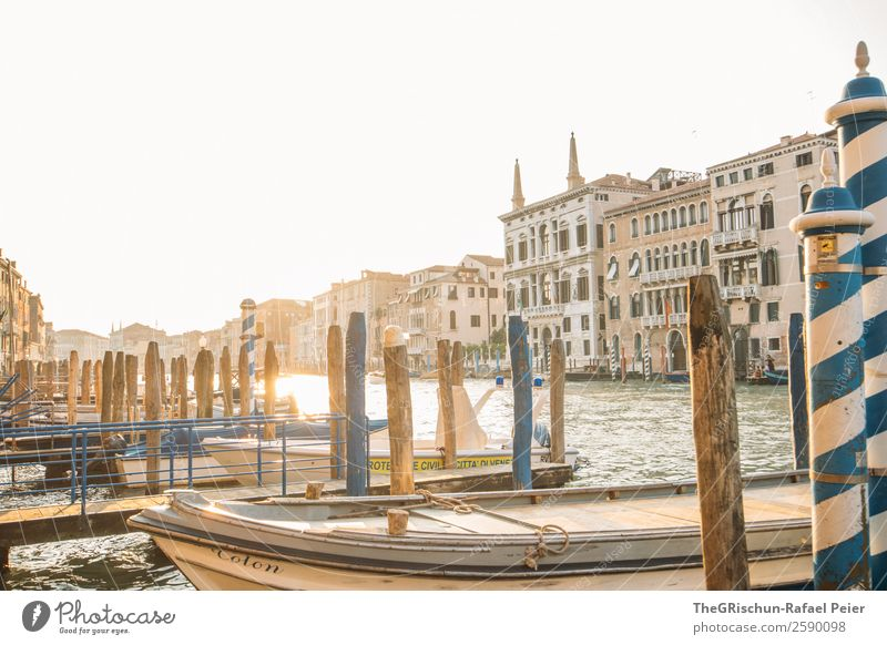 Canal Grande - Venedig Kleinstadt Stadt Hafenstadt Sehenswürdigkeit blau braun gelb gold Italien Reisefotografie Holzpfahl Wasserfahrzeug Steg Haus Schifffahrt