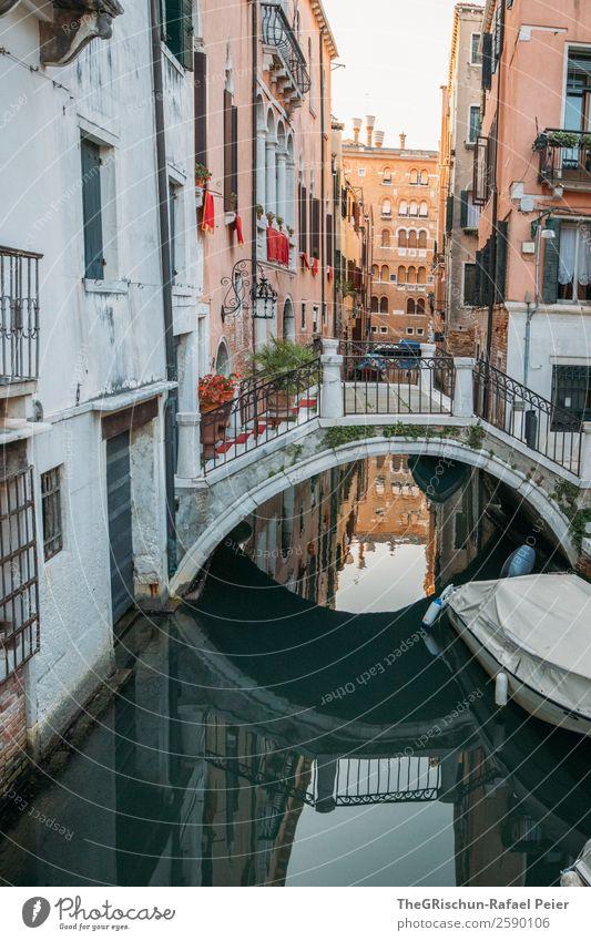 Brücke - Spiegelung Kleinstadt Stadt Hafenstadt Sehenswürdigkeit gelb gold grau grün rot schwarz weiß Venedig Italien Reflexion & Spiegelung Wasserfahrzeug
