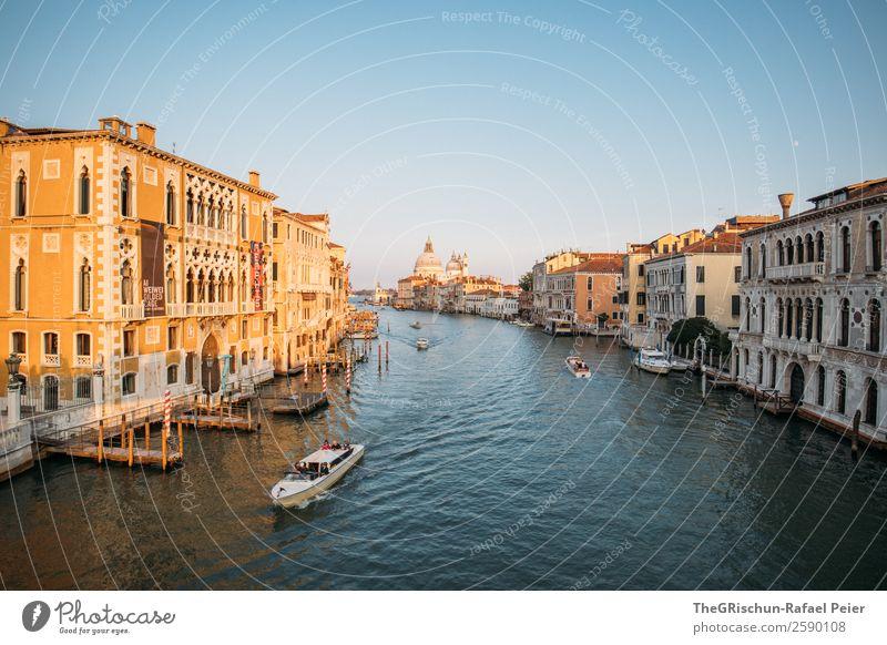 Canal Grande Kleinstadt Stadt Hafenstadt Sehenswürdigkeit Wahrzeichen blau braun gelb gold weiß Venedig Italien Schifffahrt Wasserfahrzeug Haus Sonnenuntergang