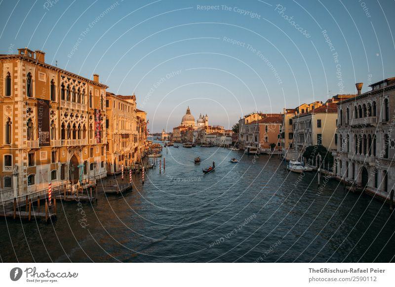 Venedig Kleinstadt Stadt Hafenstadt Sehenswürdigkeit blau braun gelb gold Italien Canal Grande Wasserfahrzeug Haus Dom Holzpfahl Steg Außenaufnahme Menschenleer