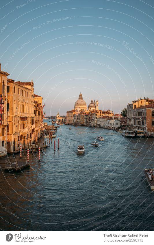 Venedig Stadt Hafenstadt blau braun gold schwarz weiß Canal Grande Italien Reisefotografie entdecken Städtereise Wasserfahrzeug Schifffahrt Dom Stimmung