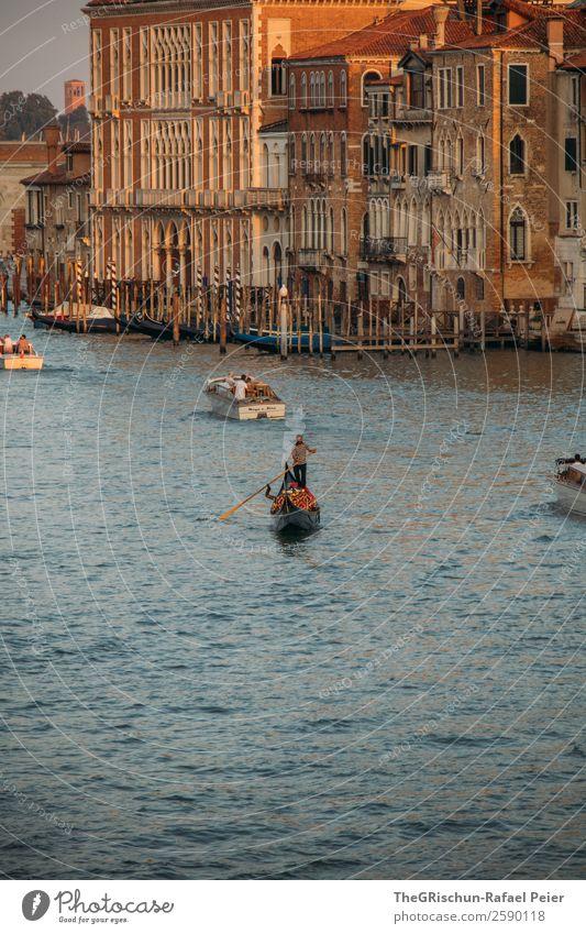 Venedig Kleinstadt Stadt Hafenstadt Stadtzentrum blau braun gelb gold Gondoliere Haus Wasserfahrzeug Schifffahrt Steg Tourismus Italien Farbfoto Außenaufnahme