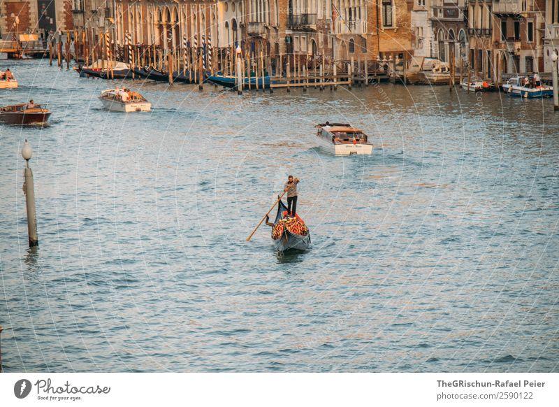 Venedig Hafenstadt Stadtzentrum blau braun gelb gold weiß Gondoliere Wasser Wasserfahrzeug Tourismus Schifffahrt Italien Ruder Ruderboot Canal Grande