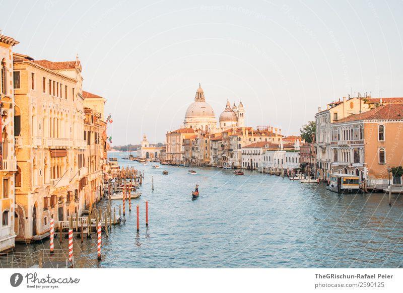 Canal Grande Kleinstadt Hafenstadt Stadtzentrum blau braun gelb Venedig Italien Wasser Stimmung Reisefotografie Wasserfahrzeug Steg Farbfoto Außenaufnahme
