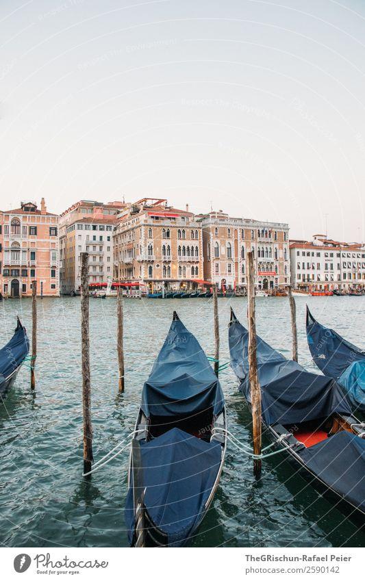 Gondola Kleinstadt Stadt Hafenstadt blau braun rot Venedig Italien Gondel (Boot) Haus Holzpfahl Steg Außenaufnahme Menschenleer Textfreiraum oben Weitwinkel