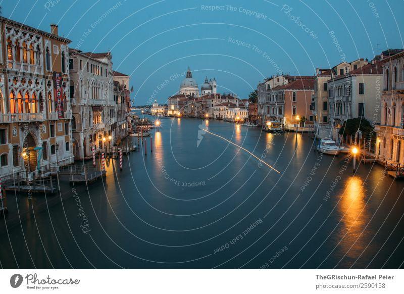 Venedig Kleinstadt Stadt Hafenstadt blau gelb gold Italien Licht Haus Wasser Langzeitbelichtung Dom Farbfoto Außenaufnahme Menschenleer Textfreiraum unten