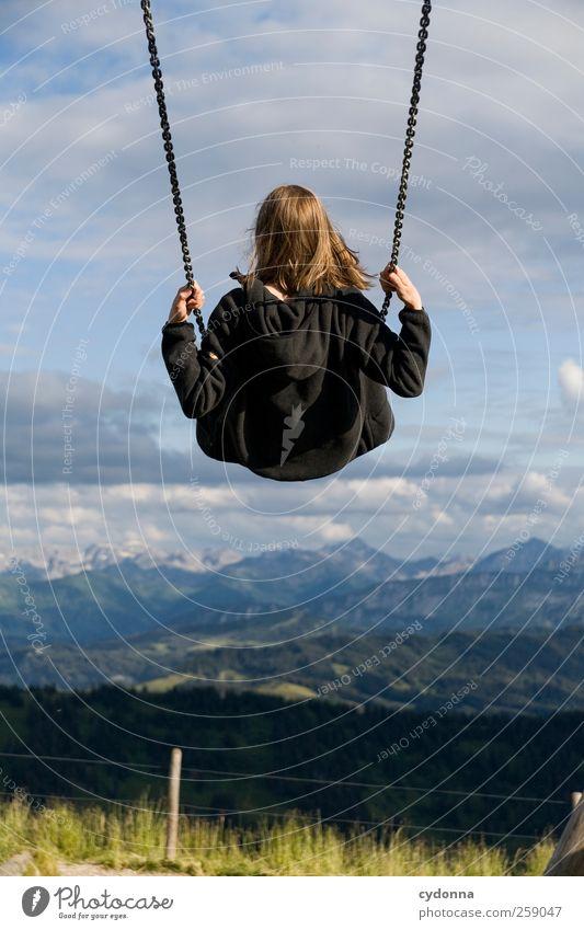 Frei Mensch Himmel Natur Jugendliche Ferien & Urlaub & Reisen Erwachsene Ferne Umwelt Leben Landschaft Berge u. Gebirge Freiheit Glück träumen Horizont fliegen