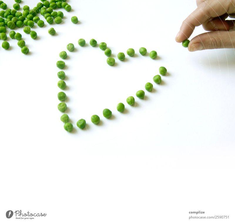 I Love Gemüse Valentinstag Mensch Hand Herz Liebe Erbsen 1 Mensch sortieren Speise Querformat Gesunde Ernährung herzförmig kochen & garen mögen Koch Küche
