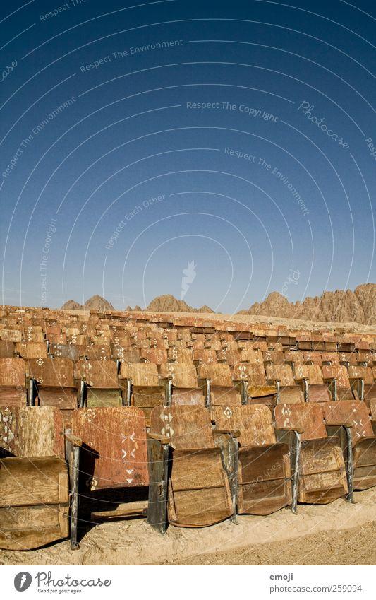 Wüstenkino Himmel Natur blau Sommer außergewöhnlich Wüste trocken Kino Sitz Sitzreihe Wolkenloser Himmel Kinosaal