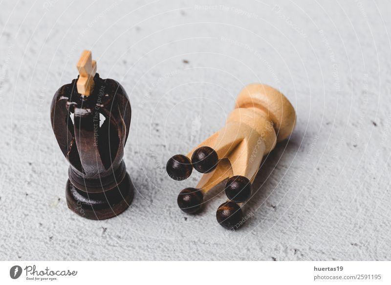 Spiel- und Schachfiguren elegant Stil Design Spielen Sport Kunst Pferd listig schwarz weiß Konkurrenz Holzplatte Teile Strategie Schachbrett Schlacht Verstand