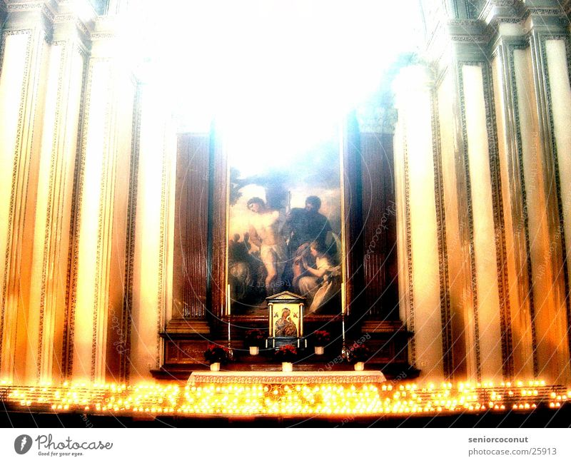Altar Religion & Glaube Teelicht historisch Licht Dom Säule Prunk. Architektur