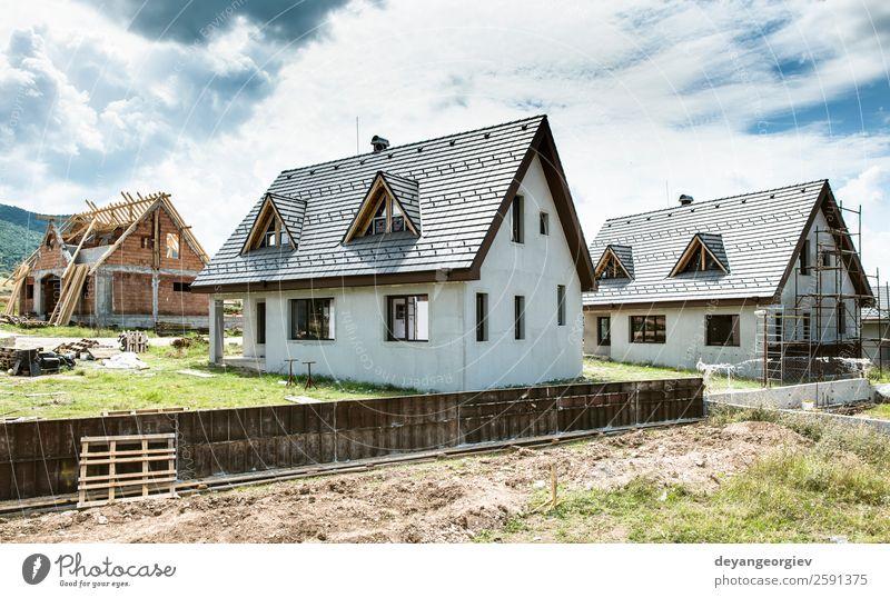 Kleine Neubauhäuser Haus Himmel Architektur Fassade bauen authentisch klein neu heimwärts Anwesen Gerüst Gehäuse Konstruktion Dach Außenseite wohnbedingt