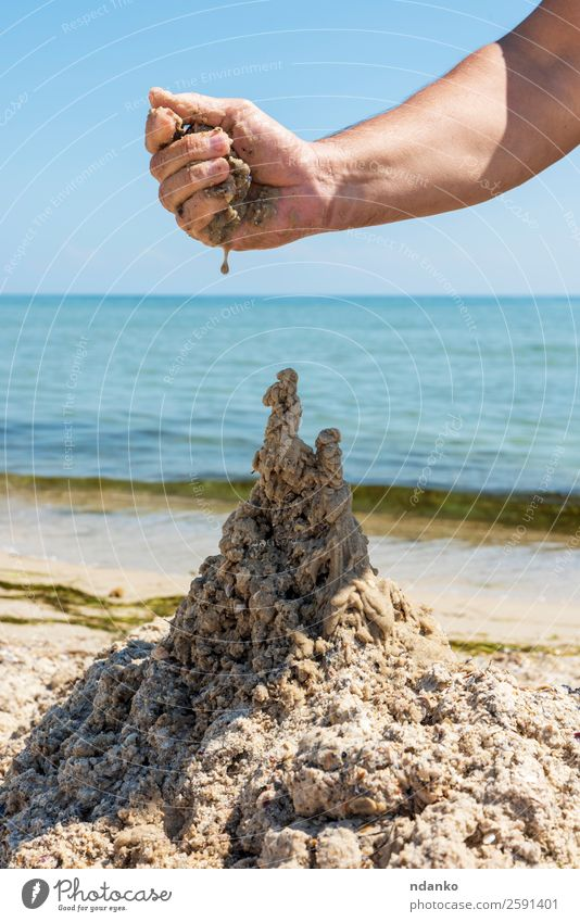 Schloss aus dem nassen Seesand Freude Erholung Spielen Ferien & Urlaub & Reisen Tourismus Sommer Sonne Strand Meer Hand Natur Landschaft Sand Himmel Küste