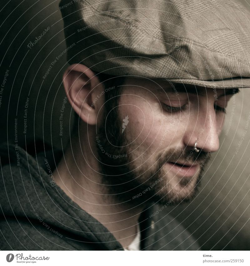 Der Einwanderer maskulin Mann Erwachsene Kopf Gesicht Nase Bart 1 Mensch ästhetisch schön träumen nachdenklich Farbfoto Gedeckte Farben Textfreiraum rechts