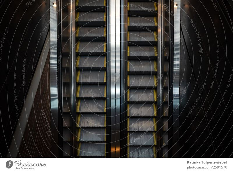 Rolltreppen zur Metro in Montreal Ferien & Urlaub & Reisen Tourismus Ausflug Abenteuer Städtereise Halfpipe Architektur Hafenstadt Stadtzentrum Bahnhof Verkehr