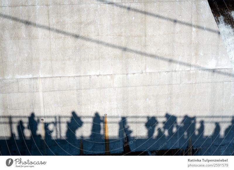 Schwarze Schatten (Touristen) auf dem Weg zum Wasserfall Ferien & Urlaub & Reisen Tourismus Ausflug Abenteuer Sightseeing Sommer Mensch Menschengruppe