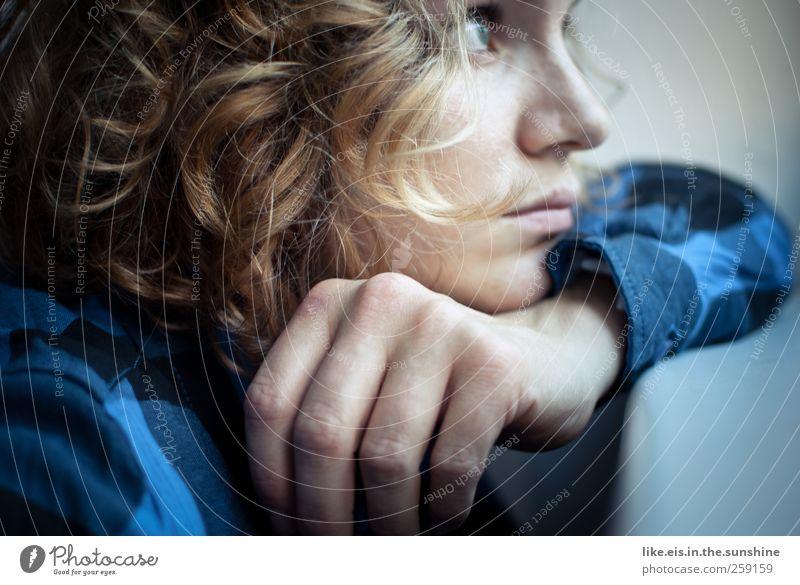 jetzt ruf doch ENDLICH an! Frau Jugendliche blau Hand schön Einsamkeit Erwachsene Gesicht feminin Gefühle Kopf Haare & Frisuren blond Nase Finger 18-30 Jahre