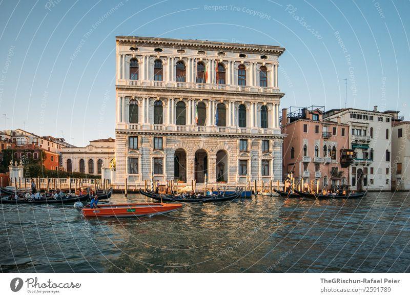Venedig Kleinstadt Stadt Hafenstadt blau schwarz silber weiß Italien Wasser Meerwasser Fenster Reisefotografie Schifffahrt Wasserfahrzeug Farbfoto Außenaufnahme