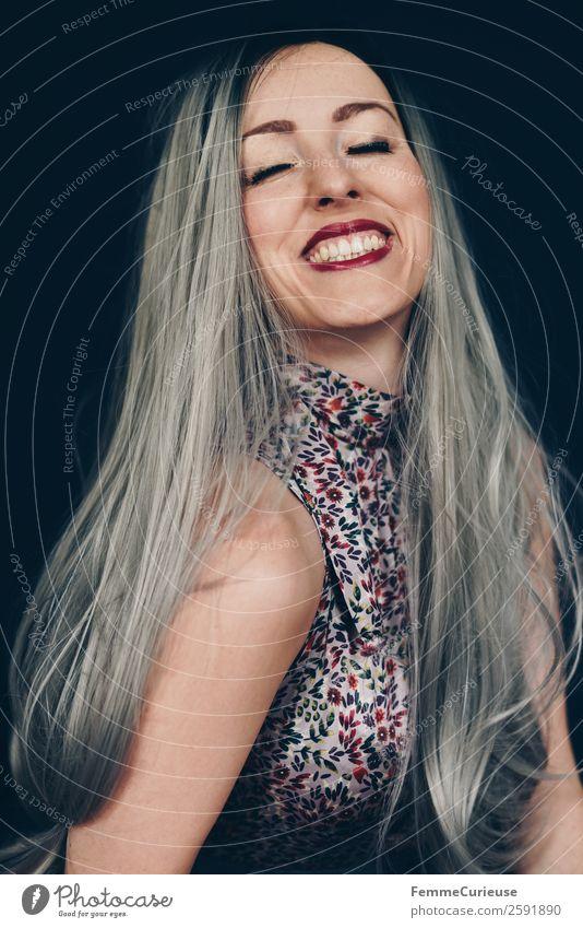 Smiling woman with long grey dyed hair feminin Frau Erwachsene 1 Mensch 18-30 Jahre Jugendliche 30-45 Jahre schön grau Farbe Haare & Frisuren langhaarig