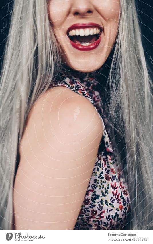 Young smiling woman with grey dyed hair elegant Stil feminin Junge Frau Jugendliche Erwachsene 1 Mensch 18-30 Jahre 30-45 Jahre Glück schön Zähne Lächeln lachen