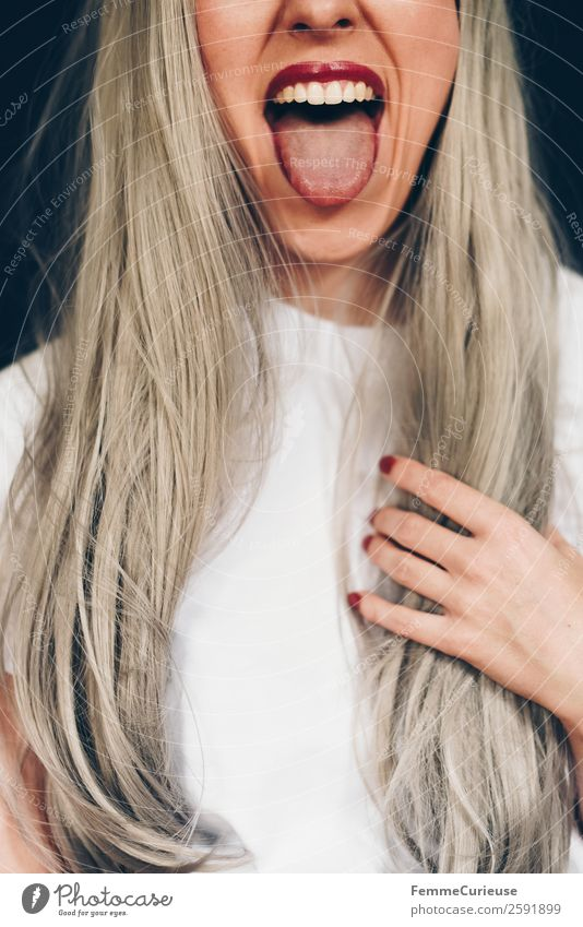 Young blonde woman sticking out her tongue Freude feminin Junge Frau Jugendliche Erwachsene 1 Mensch 18-30 Jahre 30-45 Jahre Zunge rausstrecken zeigen frech