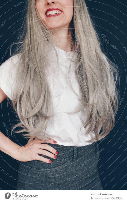 Young woman with grey dyed hair elegant Stil feminin Junge Frau Jugendliche Erwachsene 1 Mensch 18-30 Jahre 30-45 Jahre Zufriedenheit Haare & Frisuren