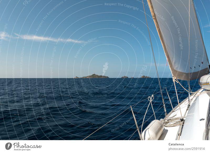 Aufbruch Ferien & Urlaub & Reisen Sommerurlaub Meer Insel Wellen Segeln Wasser Wolkenloser Himmel Horizont Schönes Wetter Mittelmeer Jacht Segelboot Reling