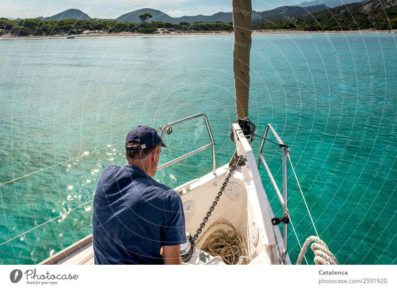 Verlassen | den Ankerplatz Segeln maskulin Mann Erwachsene 1 Mensch Natur Landschaft Wasser Himmel Sommer Schönes Wetter Wellen Küste Strand Bucht Meer