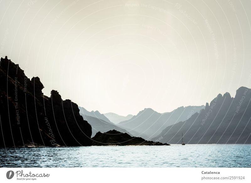 Fernweh | Urlaub Himmel Ferien & Urlaub & Reisen Sommer blau Wasser Landschaft Meer Ferne Berge u. Gebirge schwarz Küste Freiheit grau Felsen Stimmung gold