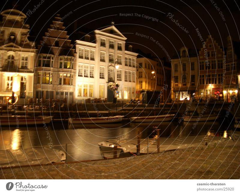 Haus in Gent Belgien Nacht Beleuchtung dunkel Gebäude Fachwerkfassade