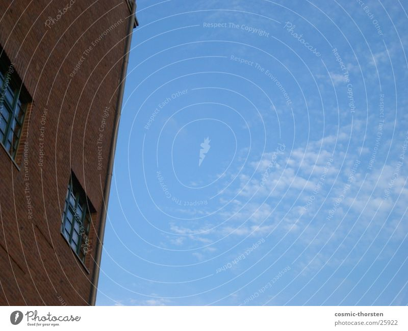 Die Ecke Gebäude Wolken Fenster Backstein Duisburg Industrie Himmel blau