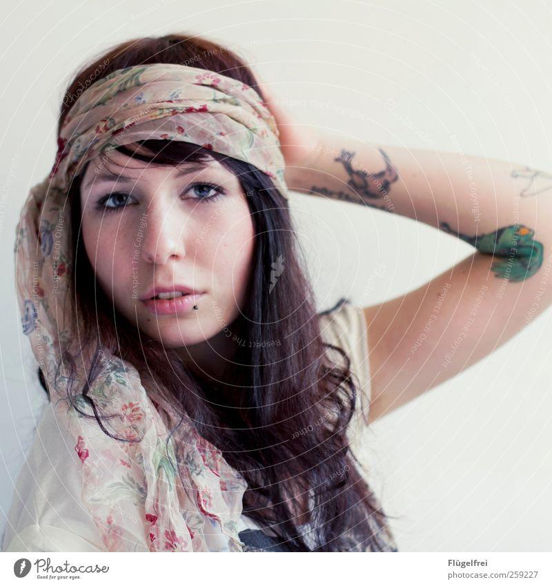 Don't worry, be Hippie. Mensch Jugendliche schön Erwachsene Junge Frau feminin Haare & Frisuren 18-30 Jahre Vogel weich Romantik Tattoo Lippen zart Locken
