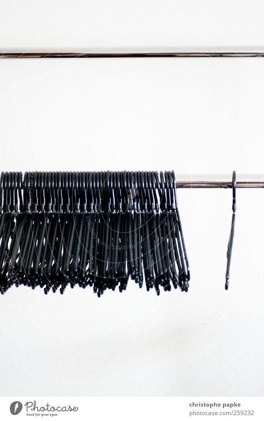 Hängen gelassen Mode Ordnung leer Häusliches Leben kaufen einfach Kunststoff Kitsch Umzug (Wohnungswechsel) Schrank Kleiderbügel hängend Krimskrams Kleiderständer Kleiderschrank