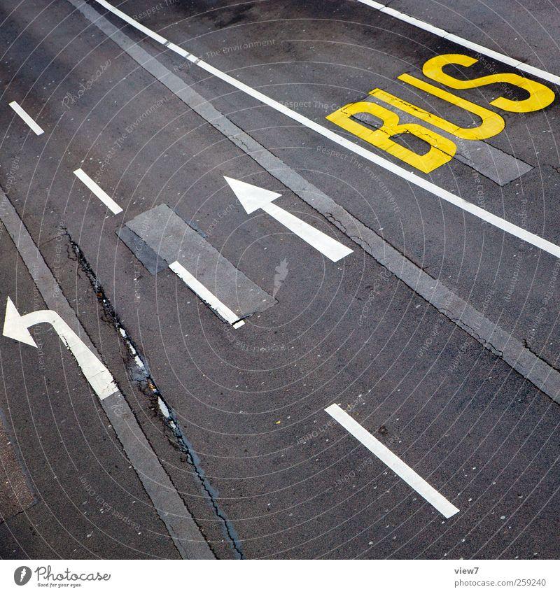 bus lane alt Straße Wege & Pfade Stein Linie Schilder & Markierungen Beton Ordnung Verkehr modern authentisch Schriftzeichen Streifen Hinweisschild